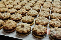 Lískooříškové cukroví na Vánoce - cukroví, které nesmí chybět na vašem vánočním stole | NejRecept.cz Brownies, Muffin, Breakfast, Food, Cake Brownies, Morning Coffee, Eten, Cupcakes, Muffins
