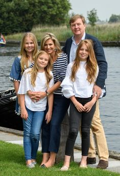 Queen Máxima, King Willem-Alexander and their three daughters Princess Amalia, Princess Alexia and Princess Ariana recently enjoyed some time in Miami where they dined at Juvia. Dutch Princess, Royal Princess, Princess Victoria, Prince And Princess, Princess Madeleine, Jackie Kennedy, Nassau, Queen Of Netherlands, Miami