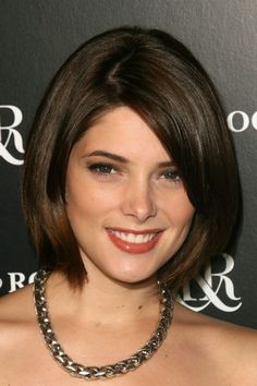 Short Straight Bob Haircuts – Ashley Greene Hairstyle The neck-length hairstyle looks cute and neat. The fine smooth hair lays neatly along the sides of the face and in the fringe area. Neck Length Hair Cuts, Shoulder Length Hair, Short Brown Hair, Medium Short Hair, Straight Bob Haircut, Straight Hairstyles, Ashley Greene Hair, Short Hair Styles For Round Faces, Corte Y Color