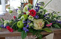 Amazing formal dining table floral arrangement