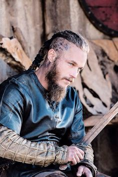 Travis Fimmel as Ragnar on the show Vikings. Travis Fimmel as Ragnar on the show Vikings. Vikings Travis Fimmel, Travis Fimmel Vikingos, Travis Vikings, Ragnar Lothbrok Vikings, Vikings Show, Vikings 2, Vikings Tv Series, Viking Men, Viking Warrior