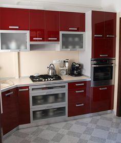 Modern konyhabútor magasfényű piros színben