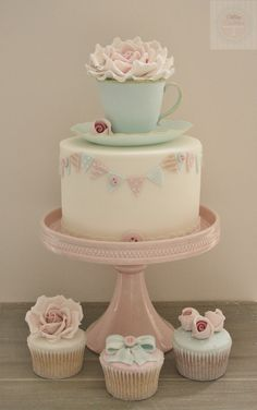 new class - edible teacup & saucer cake | Flickr - Photo Sharing!
