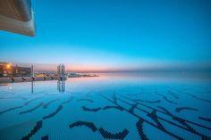 """¡UN ESPECTÁCULO BAJO EL AGUA! Diseño personalizado realizado """"a medida"""" con el servicio de customización #ArtFactoryHisbalit para esta piscina en Dubai @siddhartaloungemuscat/ 📸©@wmuscat #ArtFactoryHisbalit#mosaic#mosaicfloor#ihavethisthingwithtiles#decoration#decor#InteriorDesign#tiles#BlackWhite#Design#creativity#creatividad#mosaico#Hisbalit#exteriordesign#pooldesign#piscinasbonitas#pool#piscinas#piscinasmodernas Dubai, Airplane View, Swimming Pools, Modern Pools, Mosaics, Water, Bass, Creativity, Swiming Pool"""