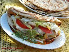 Sarokkonyha: Török lepénykenyér Pita Pizzas, Hungarian Recipes, Hungarian Food, Naan, Scones, Finger Foods, Hamburger, Grilling, Sandwiches