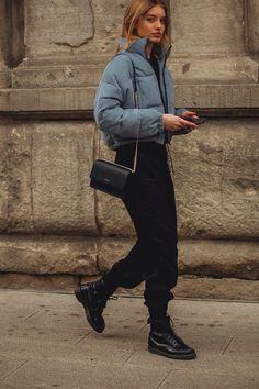 The most beautiful street styles of Paris Fashion Week - Vogue.de Informations About Bonjour de Paris! Das sind die schönsten Street-Styles der Paris Fashion Week Pin You can easily Fashion Casual, Look Fashion, Urban Fashion, Fashion Fall, Trendy Fashion, New York Winter Fashion, Fashion Boots, Winter Fashion Street Style, 2018 Winter Fashion Trends