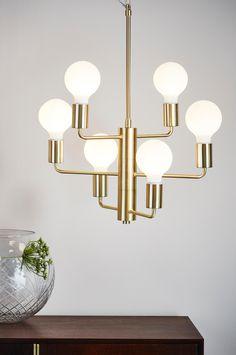 Moderni, selkeälinjainen ja eleetön kattovalaisin. Valaisimessa on kuusi haaraa, joiden valonlähteet antavat kauniin valon huoneeseen. Materiaali: Metallia. Koko: Korkeus 130 cm, leveys 54 cm. Kuvaus: Kattovalaisin, jossa 6 valonlähdettä. Johdon pituus 70 cm. Lamput eivät sisälly toimitukseen. Kattopistoke ei sisälly toimitukseen uusien EU-sääntöjen vuoksi. Se on ostettavissa erikseen, ja on nimeltään THE ROOF -kattopistoke. Lampunkanta/lamppu: 6 x E27, enintään 40 W:n hehkulamppu tai…