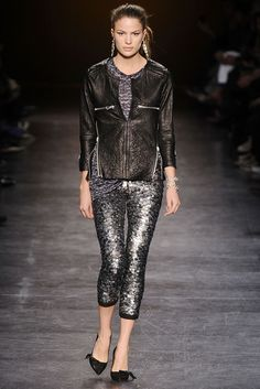 Isabel Marant Fall 2010 Ready-to-Wear - Collection - Gallery - Look 38 - Style.com Fashion Gallery, Fashion Show, Fashion Design, Runway Fashion, Cameron Russell, Black Capris, High Ponytails, French Chic, Isabel Marant