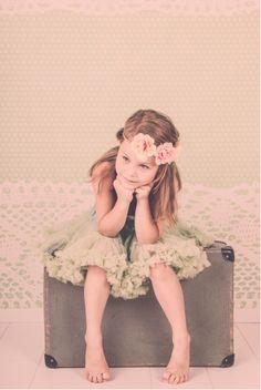 Prachtige foto met pettiskirt in pistache. Vintage look! Met dank aan www.fotografiejokemelis.be