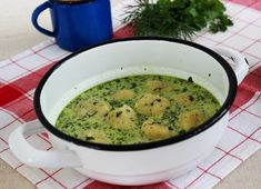 Zöld leves sajtgombóccal (Green Vegetable Soup with Cheese Dumplings) Eastern European Recipes, Dumplings, Cheeseburger Chowder, Grilling, Cukor, Food And Drink, Vegetables, Eat, Ethnic Recipes
