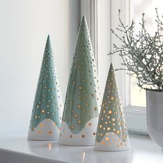 The forest candle holder from Kähler is rooted in Nordic Christmas traditions and gives modern and exclusive Christmas decorations to the design lover. Christmas Clay, Ceramic Christmas Trees, Nordic Christmas, Christmas Ornaments, Christmas Tables, Modern Christmas, Christmas Holiday, Clay Candle Holders, Large Candle Holders