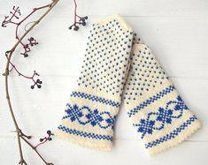 Handmade knitting from EU by AriosoKnitting on Etsy Knit Mittens, Mitten Gloves, Diy Wardrobe, Caramel Color, Sheep Wool, Handmade Items, Handmade Gifts, Double Knitting