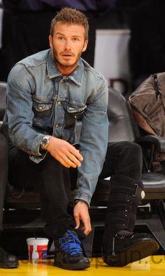 David Beckham Long Hair, Moda David Beckham, David Beckham Style, Smart Men, Fall Jeans, Love Jeans, Spice Girls, Mens Clothing Styles, Celebrity Crush