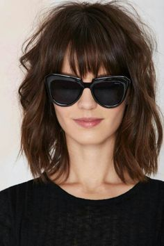 Gone are the days when having a short shag haircut meant you could only style it one boring way until it eventually grew out. 40 super short shag hairstyles are here for you to look at Full Fringe Hairstyles, Short Shag Hairstyles, Hairstyles With Bangs, Hairstyle Ideas, Bob Hairstyle, Chinese Hairstyles, Haircut Bangs, Short Haircuts With Bangs, Medium Hair Styles