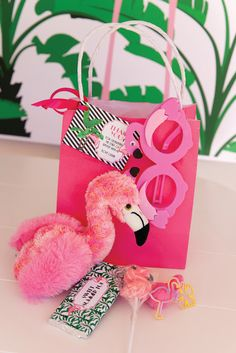 flamingo-party-gift-bags-thankyou-palm-tree-banana-leaf - The Glam Pad Pink Flamingo Party, Flamingo Decor, Flamingo Birthday, Pink Flamingos, Flamingo Cake, Hawai Party, Aloha Party, Luau Party, Party Gift Bags