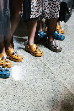 Sandales   claquettes à logo FF Noir ,Multicolore Fendi Femme   Robyn Wilder