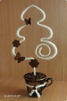 Crea unas originales decoraciones navideñas usando alambre como material principal. Puedes crear un bello adorno para lucir en tu mesa con ...