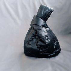 """СТЕГАНЫЕ СУМКИ. АВОСЬКИ. on Instagram: """"А вот и черный «пуховичок"""" для женских секретов😎. Сшит на заказ. Повтор возможен. Цена 4500 р."""" Quilted Bag, Bean Bag Chair, Bags, Fashion, Handbags, Moda, Fashion Styles, Taschen, Fasion"""