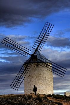 At the foot of the giant - Castilla La Mancha  | by © basajauntxo