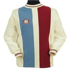 Crystal Palace Don Rogers Retro Football Shirt. Palace fans called this shirt THE SHIRT based on the cigarette cards from Players cigarettes. The shirt design was very popular amongst Palace fans, and the badge incl New Football Shirts, Classic Football Shirts, Football Kits, Crystal Palace Football, Crystal Palace Fc, British Football, European Football, 70s Shirts, Team Shirts