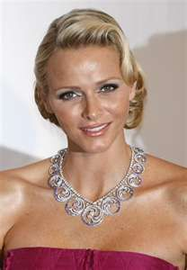 Now Princess of Monaco formally South African Charlene Wittstock, Married to Prince Albert of Monaco She looks a bit like Shann Howard! African Dictators, Princesa Charlene, Prince Albert Of Monaco, African Love, Charlene Of Monaco, Out Of Africa, Portraits, Royal Jewels, Crown Jewels