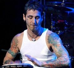 Sully - did a drum solo with the drummer at Uproar Festival that was AMAZING Film Music Books, Art Music, Sully Erna, Rock Band Posters, Spiritual Music, Drum Solo, Hottest Guy Ever, Artist Album, Gorgeous Eyes