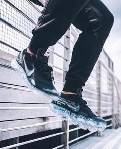 Nike x Off-White Vapormax. These release march or Best Sneakers, White Sneakers, Sneakers Fashion, Sneakers Nike, Fashion Shoes, Nike Fashion, Milan Fashion Weeks, New York Fashion, Runway Fashion