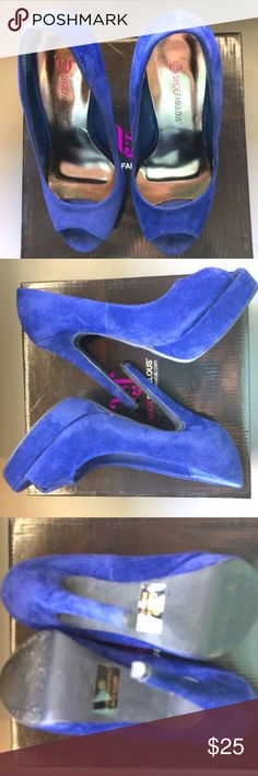 "JustFab - Gorgeous brilliant blue heels JustFab - Gorgeous brilliant blue heels. Material is velvet. Heel height 5"". Open to reasonable offers. JustFab Shoes Heels"