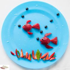Fun food art - Strawberry Fish - Fun, healthy, creative food for kids big and small Cute Fruit, Cute Food, Good Food, Food Art For Kids, Cooking With Kids, Toddler Meals, Kids Meals, Snacks Saludables, Food Carving