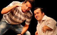 Marcelo Serrado e Gigante Léo em Uberlândia - Com muito humor e ironia, a peça fala sobre a obsessão do homem moderno pela internet e por tudo que está ligado a ela.