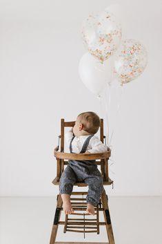 erster Geburtstag, Kuchen, Ballone, Shooting, Happy Birthday Happy Birthday, Chair, Furniture, Home Decor, 1st Birthdays, Birhday Cake, Happy Brithday, Urari La Multi Ani, Stool