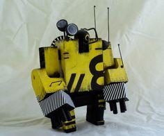 Robots hechos con madera reciclada