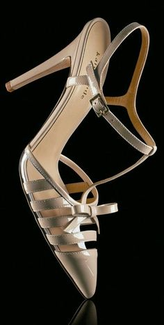 http://www.pinterest.com/iconicstylesyd/shoes/