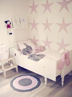 If your daughter's room is in need of a bit of a makeover, here are 14 Glorious Girls Bedroom Ideas That Aren't Just Boring Pink! Girls Bedroom, Bedroom Decor, Bedroom Ideas, Trendy Bedroom, Bedroom Inspo, Bedroom Colors, Deco Dyi, Ideas Habitaciones, Little Girl Rooms