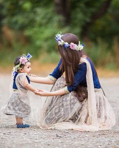 Mom Daughter Matching Outfits, Mommy Daughter Dresses, Mom And Baby Dresses, Mother Daughter Fashion, Mother Daughters, Girls Dresses, Flower Girl Dresses, Cute Baby Girl Photos, Baby Photos