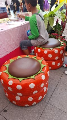 Diy Home Crafts, Garden Crafts, Tire Ottoman, Tire Craft, Tire Furniture, Backyard Swings, Tire Chairs, Tyres Recycle, Old Tires