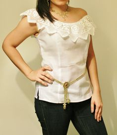 Blusa estilizada blanca tipo pollera con encaje de puntas.  Siguenos por facebook Guaira by J&T Corsage, Casual Chic, Casual Wear, Russian Fashion, Fashion Outfits, Womens Fashion, Chambray, Trending Outfits, How To Wear