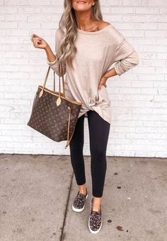 winter outfits with uggs Comfy Work Winter Outfits - winteroutfits Winter Outfits For Work, Casual Winter Outfits, Spring Outfits, Casual Fall, Comfy Casual, Look Fashion, Autumn Fashion, Fashion Outfits, Fashion Tips