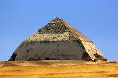 Bent Pyramid ou a Pirâmide curvada de Snefru. Dahshur - Egito
