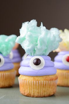halloween birthday, cupcak halloween, cotton candy, minion cupcakes, easy monster cupcakes, monster cupcake ideas, monsters inc, easy cupcakes ideas, parti