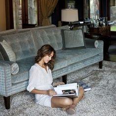 Csatolása: Jessica Alba Home, elegáns lapos képernyők és a Hamptons Beach Homes