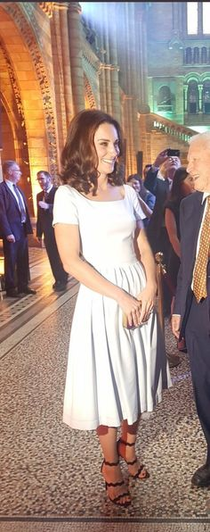 Kate always looks sooo pretty! :)