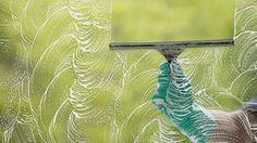 Tips voor het ramen lappen lees je op: http://www.ikzoekeenschoonmaakster.nl/blog/ramen-lappen/