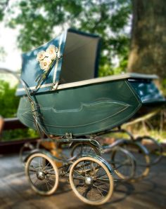 Vintage baby carriages for retro baby. Vintage Stroller, Vintage Pram, Vintage Love, Pram Stroller, Baby Strollers, Prams And Pushchairs, Baby Buggy, Retro Baby, Baby Prams