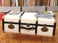 Decoupage Suitcase, Old Trunks, Vintage Suitcases, Ideas Para, Painted Furniture, Home Accessories, Diy Crafts, Heart, Home Decor