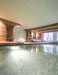 Luxe binnen zwembad met sauna en lounge