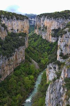 9 rincones curiosos de Navarra que tal vez desconocías Aragon, Places To Travel, Places To See, Magic Places, Nature Images, Beautiful Places To Visit, Spain Travel, Solo Travel, Wonders Of The World