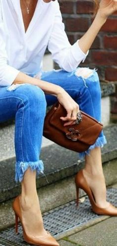 Casual chic | White blouse, clutch, distressed jeans and heels