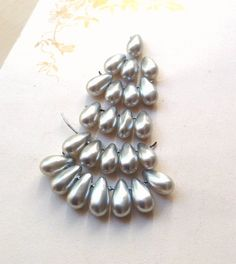 Vintage Glass Pearl Drop Beads Sweet by MyVintageSupplies on Etsy Jewelry Art, Beaded Jewelry, Pearl Grey, Pearl Beads, Wedding Accessories, Art Supplies, Vintage Art, Glass Beads, Silver Rings