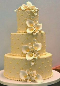 Elegant Calla Lily Wedding Cake by Hamilton Slaght Hamilton Srader Treats Amazing Wedding Cakes, Elegant Wedding Cakes, Amazing Cakes, Gorgeous Cakes, Pretty Cakes, Calla Lily Wedding, Fancy Cakes, Love Cake, Mellow Yellow